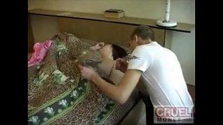 Moeder in slaap verkrachten